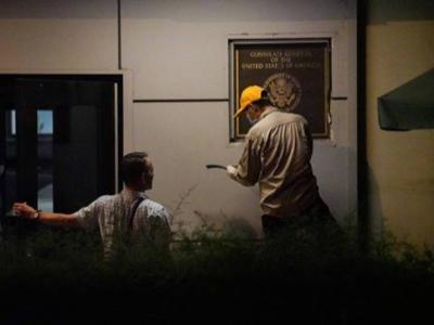 普大喜奔!美国驻成都总领馆正门中英文标识牌开始拆除